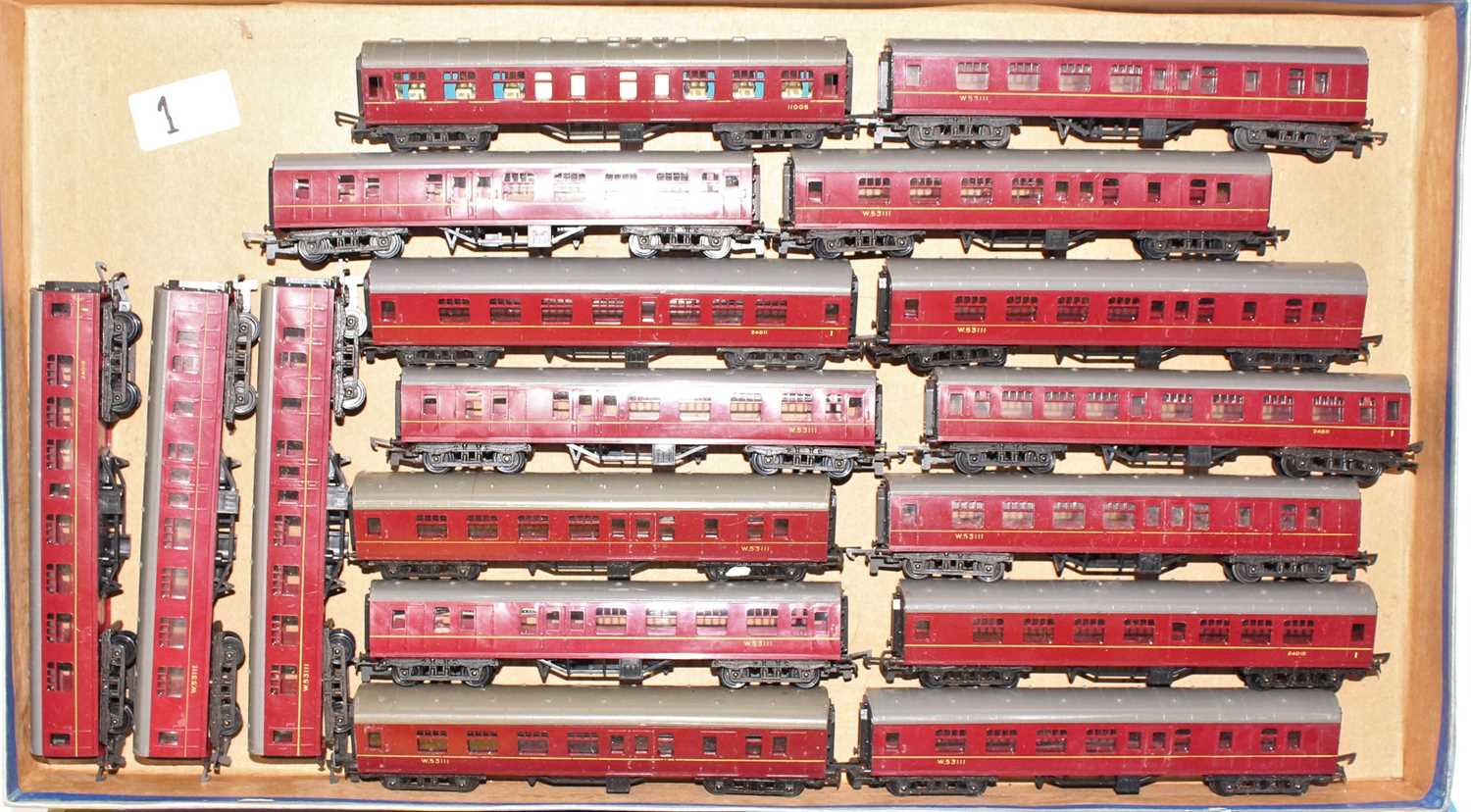 16 various loose Triang TT coaches all maroon examples to include Ref. Nos. W53111 and others - Image 2 of 2
