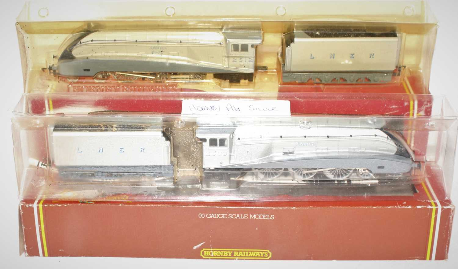 Two Hornby class A4 engines and tenders to include No. R099 Silver Fox and R312 Silver Link both - Image 2 of 2