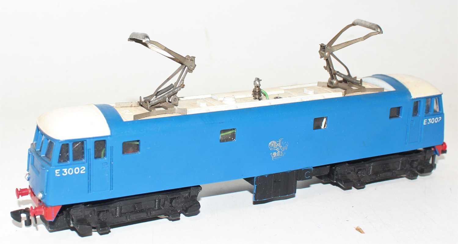 Hornby Dublo 3245 3300HP electric loco E3002, slight dullness to pantographs, silver totem rubbed - Image 2 of 6