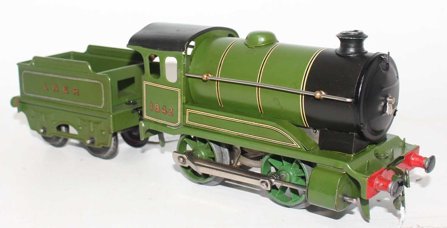 Hornby 1948-54 No.501 clockwork Loco and tender, LNER Green No.1842, R/H cabside gives appearance of - Image 2 of 2