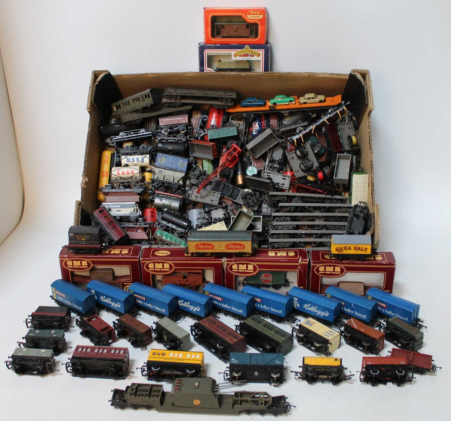 Large tray containing 100+ goods wagons by various makers