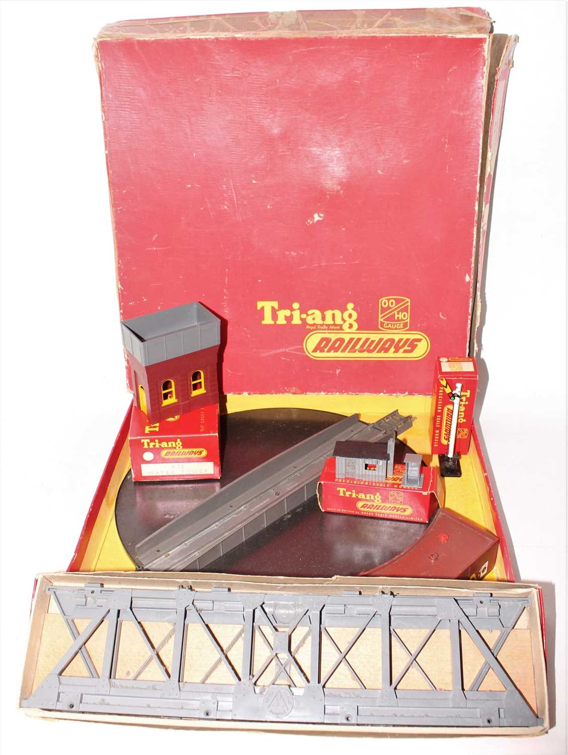 Tray containing Triang accessories: R78 girder bridge (E-BE); R75 water tower (E-BE); R43D single