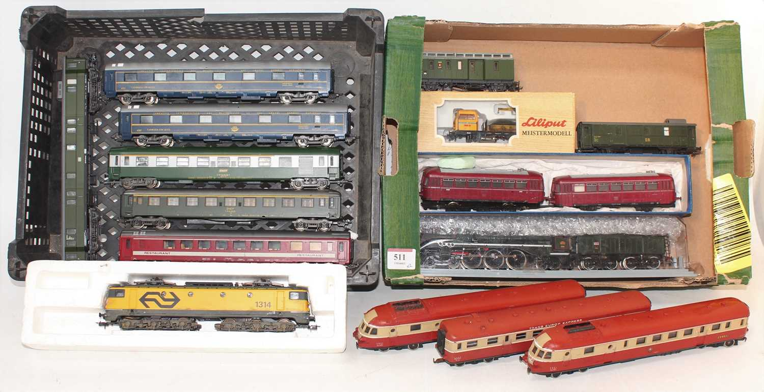 Two trays containing a quantity of boxed and loose H0 scale railways to include a Jouef H0 232
