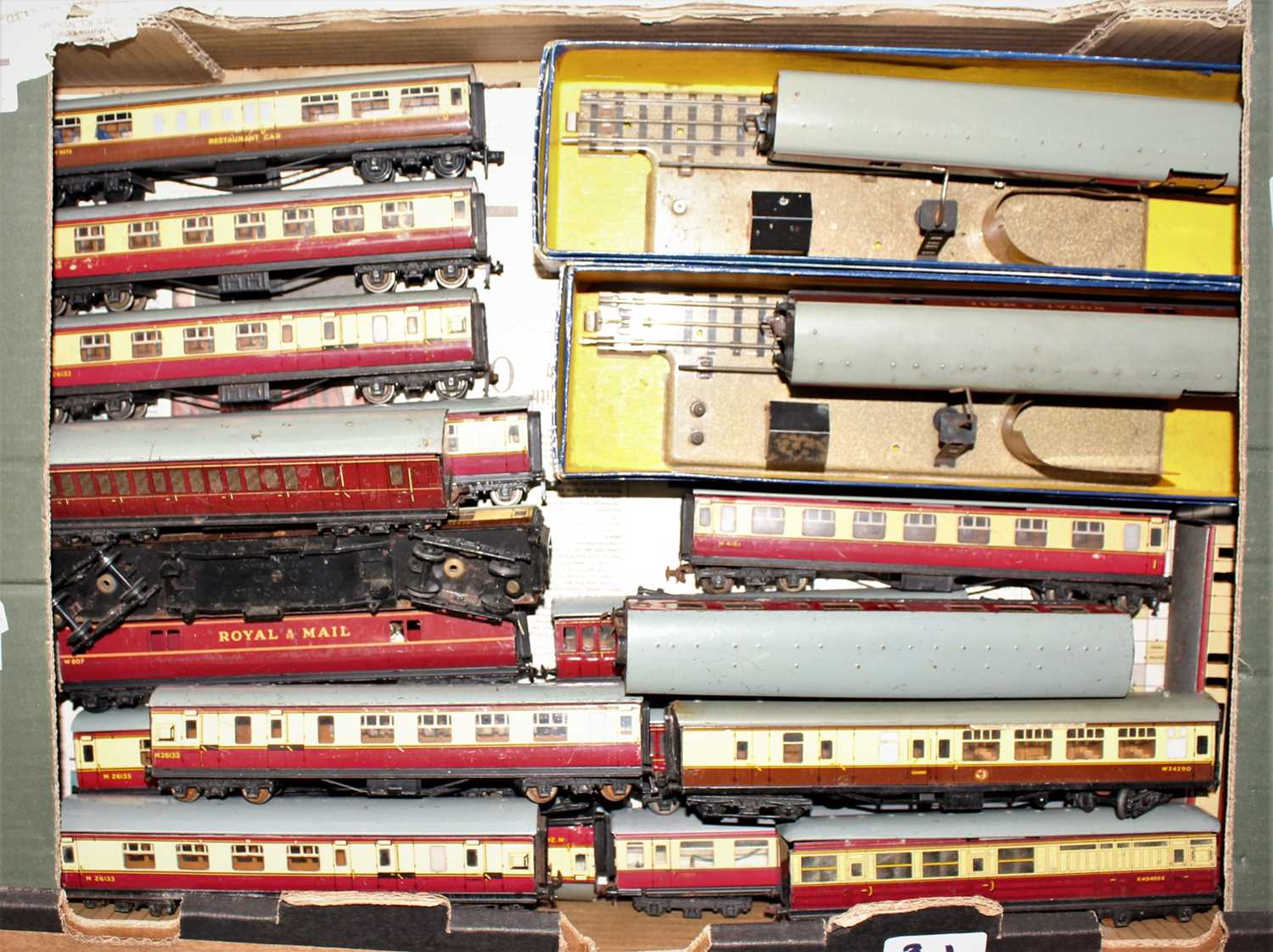 Two trays containing a quantity of various Hornby Dublo and 00 scale rolling stock and - Image 2 of 3