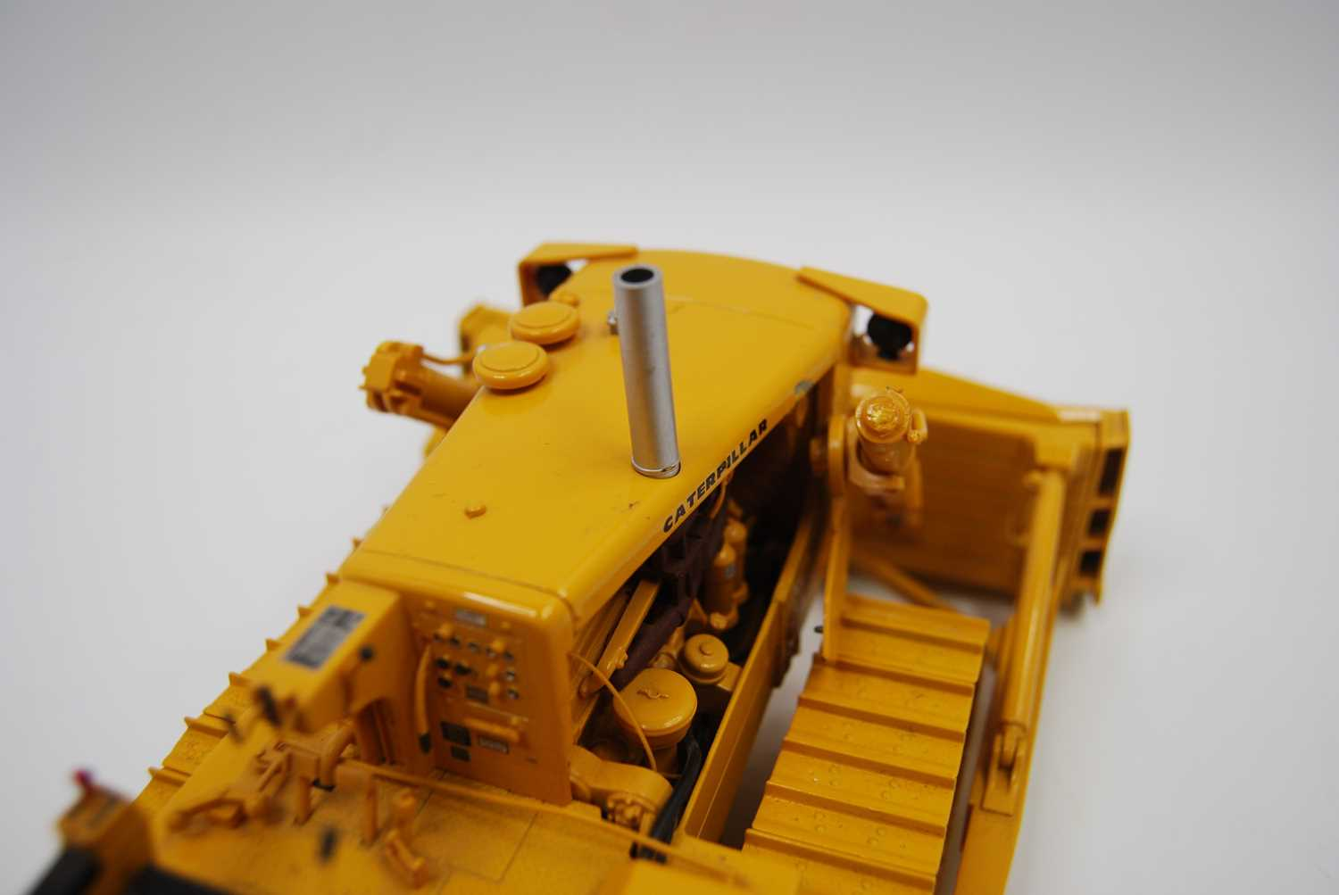 A First Gear Model No. 49-3172, boxed 1/25 scale diecast model of a Caterpillar D9E track type - Image 4 of 10