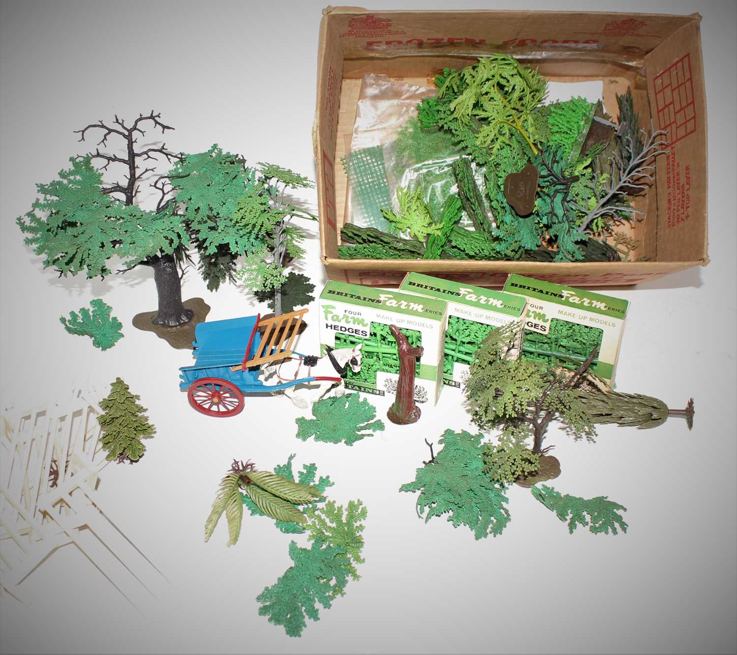 A quantity of Britains plastic trees unboxed plus 3 boxes of Farm Hedges and other items.(G-M)