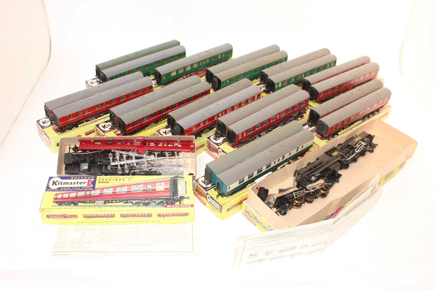 Large tray of Kitmaster items: part built motorised Beyer-Garratt loco LMS 7971, with 22 BR coaches: - Image 2 of 2