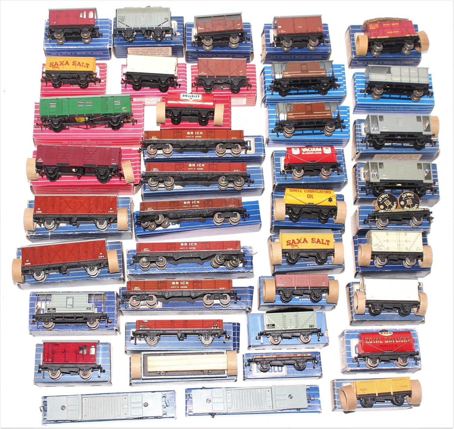 Tray of 40 Hornby Dublo wagons, mix of metal and plastic wheels, mixed box styles including - Image 2 of 2