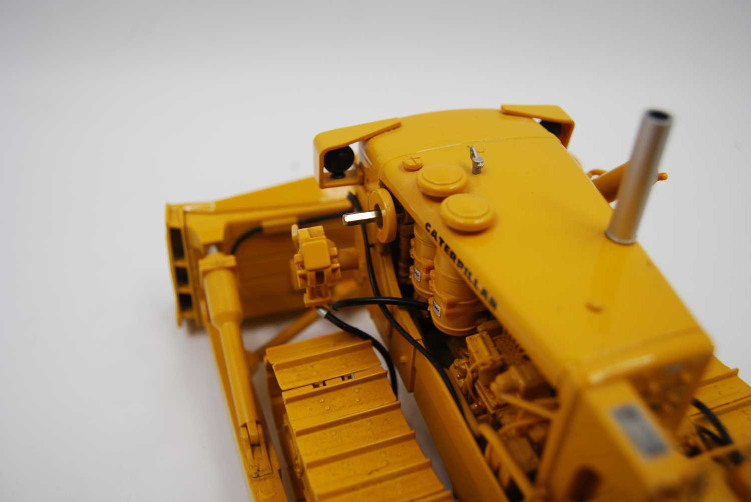 A First Gear Model No. 49-3172, boxed 1/25 scale diecast model of a Caterpillar D9E track type - Image 3 of 10