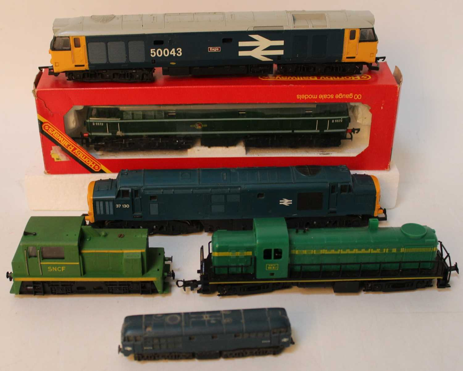 One tray containing a quantity of various mixed 00 scale, N gauge and continental railways to - Image 2 of 2