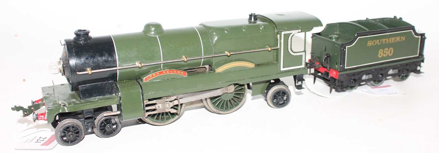 Hornby 1934-36 E320 20V AC Lord Nelson 4-4-2 Loco and No.850 Tender, both are complete repaints,