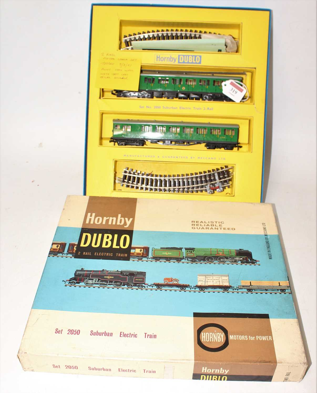 Hornby Dublo 2050 Suburban electric train set 2-rail, comprising 2 car EMU, green, a small area of