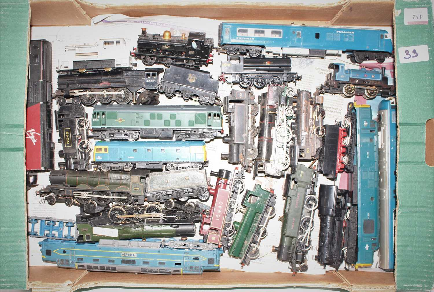 One tray containing 22 various 00 and H0 gauge locomotives, some examples plastic kit built,