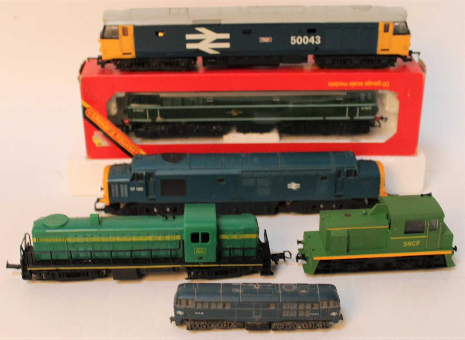 One tray containing a quantity of various mixed 00 scale, N gauge and continental railways to