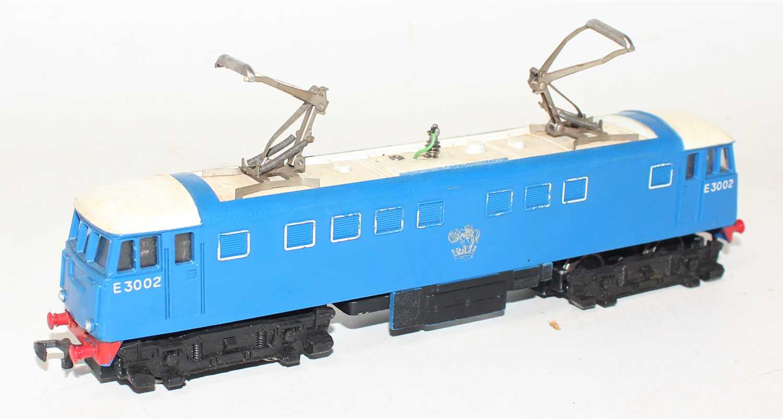 Hornby Dublo 3245 3300HP electric loco E3002, slight dullness to pantographs, silver totem rubbed