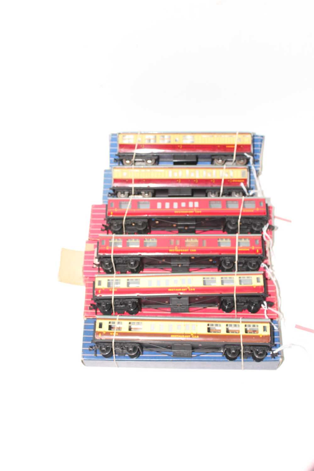 Six Hornby-Dublo coaches all (NM-BE) two D11 maroon & cream Br/3rd; four tinplate restaurant