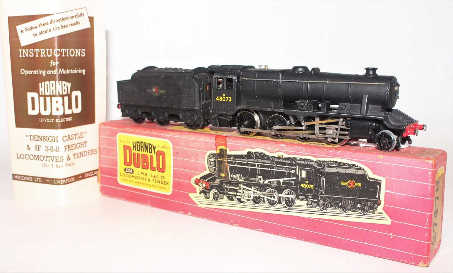 Hornby Dublo 2224 2-rail locomotive and tender 2-8-0 8F freight locomotive, BR 48073, ringfield - Image 2 of 4