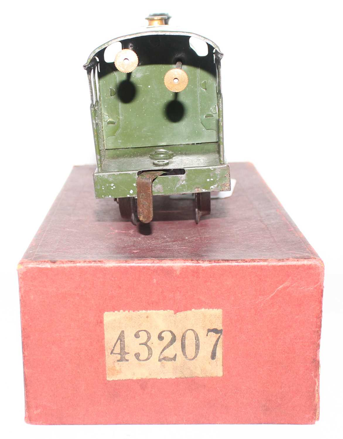 Hornby 1931-35 Clockwork No.0 revised body style 0-4-0 loco only, missing tender, GW Green, No. - Image 4 of 4