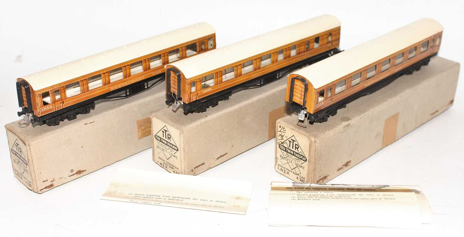 Trix Twin Railway Boxed LNER coach group, 3 examples to include 2x No.4/587 LNER Bogie Resturant Car