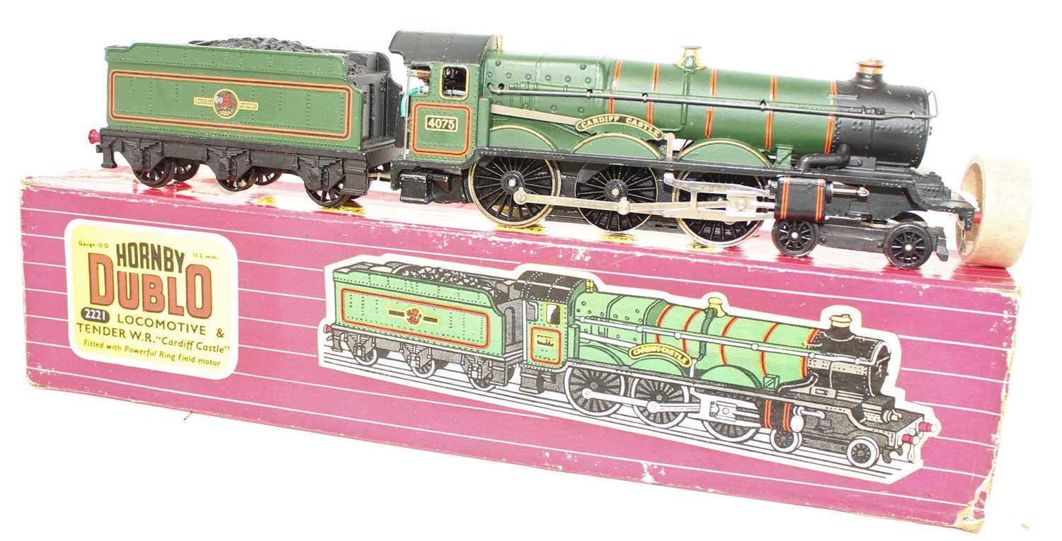 A Hornby Dublo No. 2221 2-rail Cardiff Castle locomotive and tender housed in the original card - Image 2 of 3