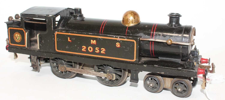 Hornby 1926-28 No.2 Clockwork 4-4-4 Tank Loco, LMS Black, 2052 crest on bunker, brass dome, five - Image 2 of 2