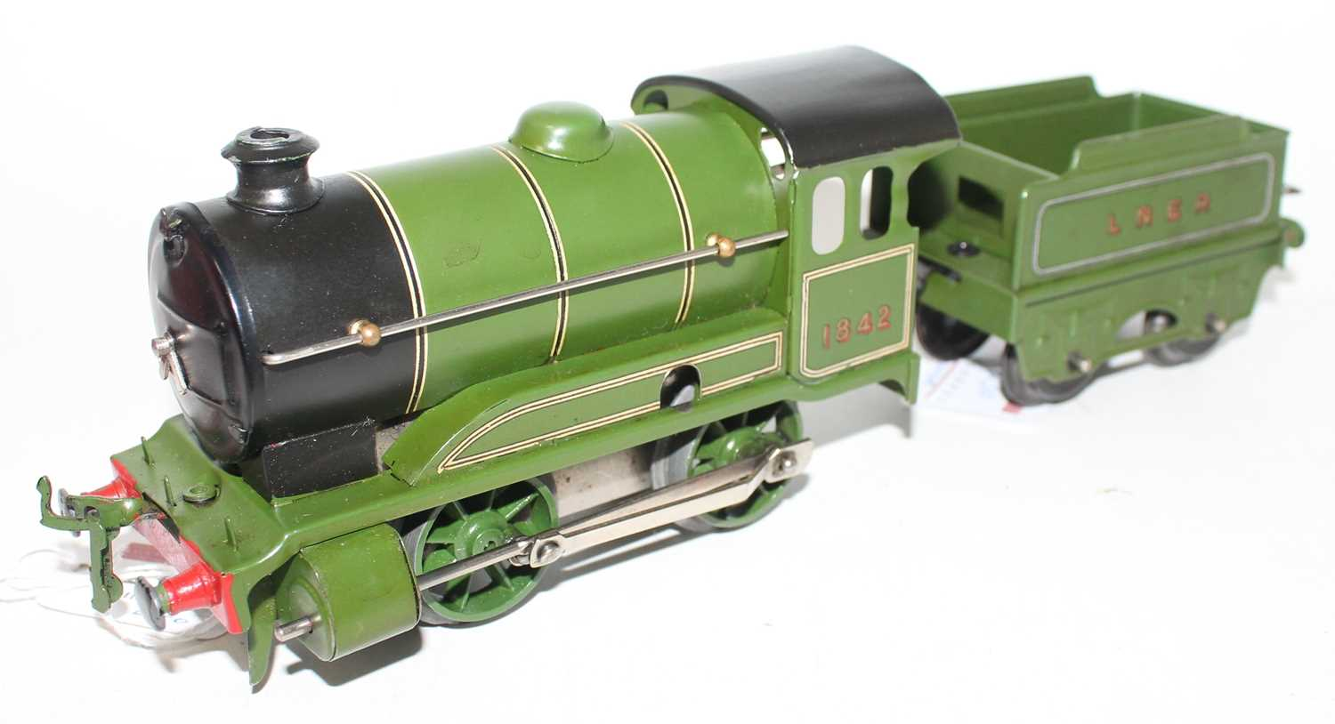 Hornby 1948-54 No.501 clockwork Loco and tender, LNER Green No.1842, R/H cabside gives appearance of
