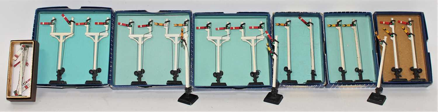 Hornby Dublo Manual Signals, all boxed with internal fitments, 5x Home Junction, 1x Distant