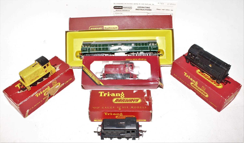 Five Triang diesel locos: R152 0-6-0 BR 13005 number damaged (G-BG); R353 0-4-0 yard switcher yellow