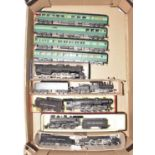 One tray containing a quantity of H0 scale American outline locomotives and rolling stock, to