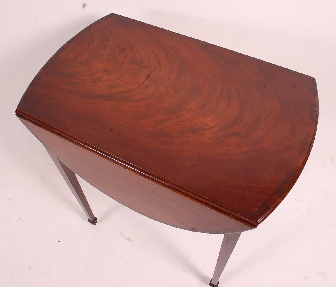 A George III mahogany Pembroke table, having a rosewood crossbanded top above a single end frieze - Image 2 of 3
