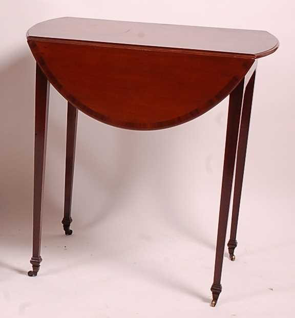A George III mahogany Pembroke table, having a rosewood crossbanded top above a single end frieze