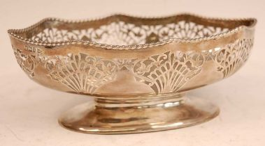 A Walker & Hall silver footed bowl, of shaped oval form with pierced rim, 9.8oz, Sheffield 1912, w.