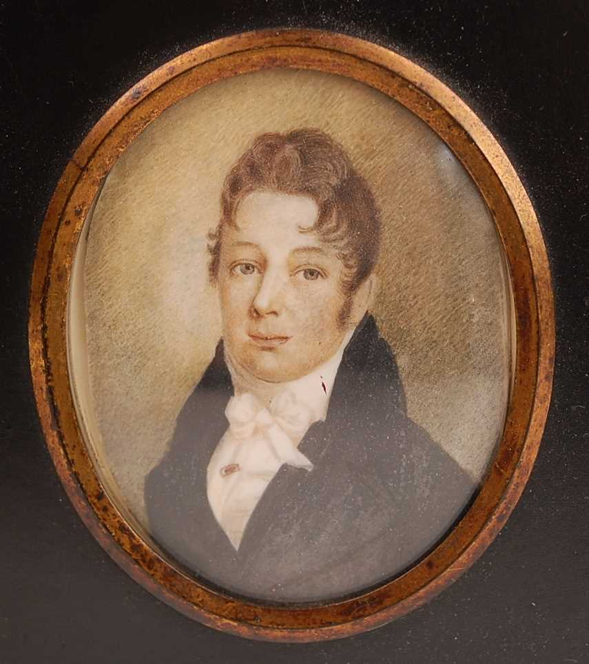 19th century English school - Bust portrait of a gentleman wearing a black tunic and silk ruff, - Image 4 of 5