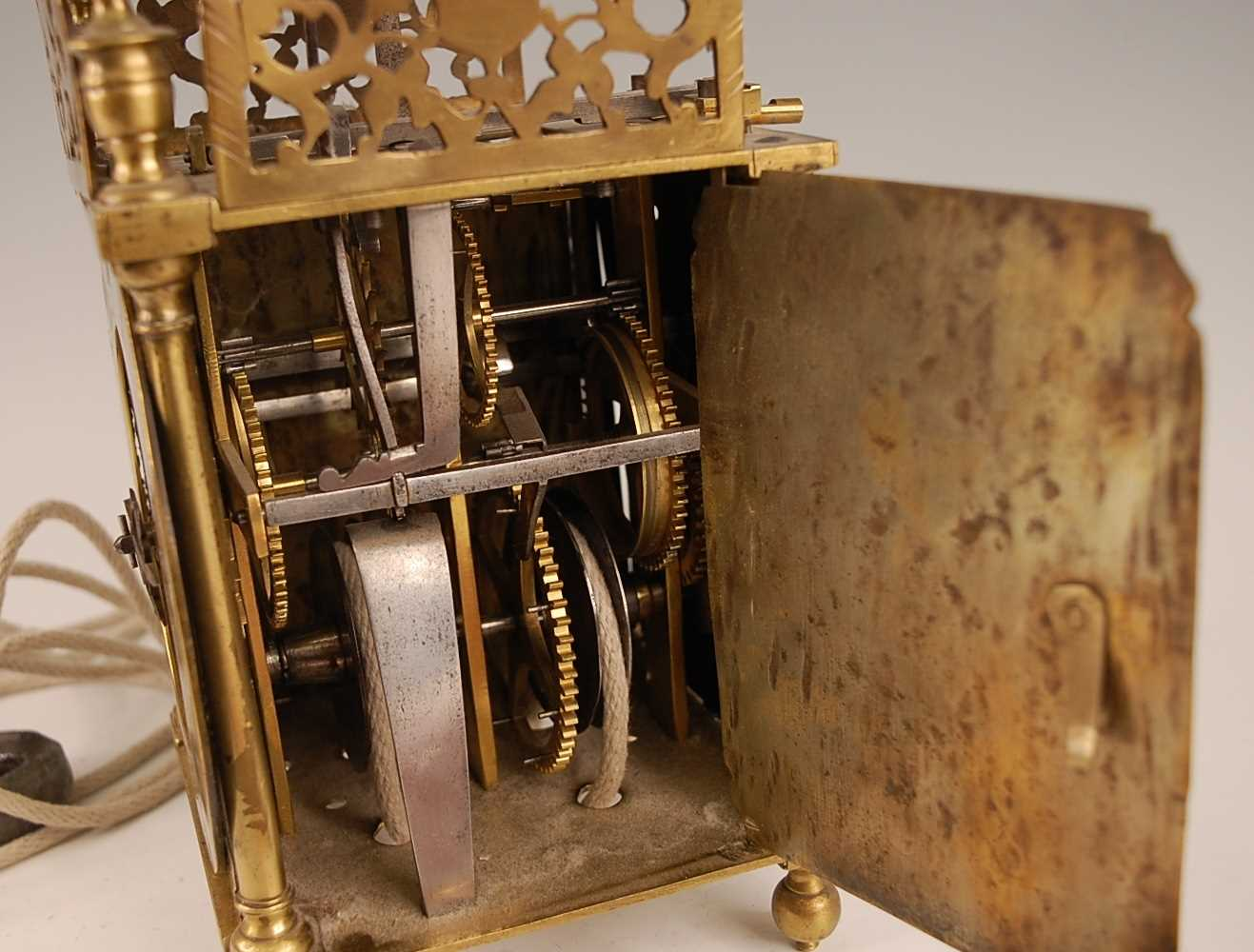 A Victorian brass lantern clock, having a fret-cut gallery over brass Roman chapter ring, single - Image 4 of 6