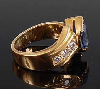 An 18ct yellow gold, tanzanite and diamond crossover style ring, featuring a pear cut tanzanite in a - Image 3 of 3