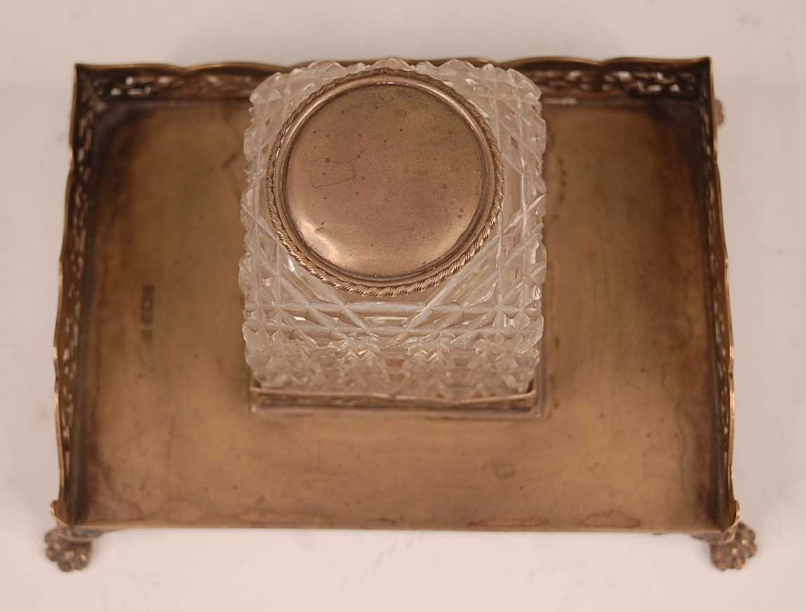 An Edwardian silver desk stand, having a pierced three-quarter gallery and hobnail cut glass - Image 2 of 3