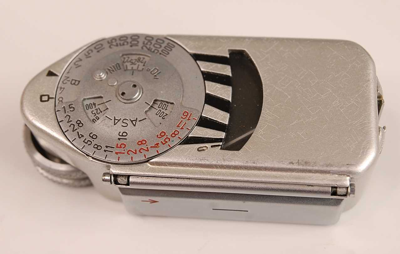 A Leica M3 35mm Rangefinder camera, serial number M3-732262, with F=5cm 1:2 lens numbered 1254728, - Image 5 of 8