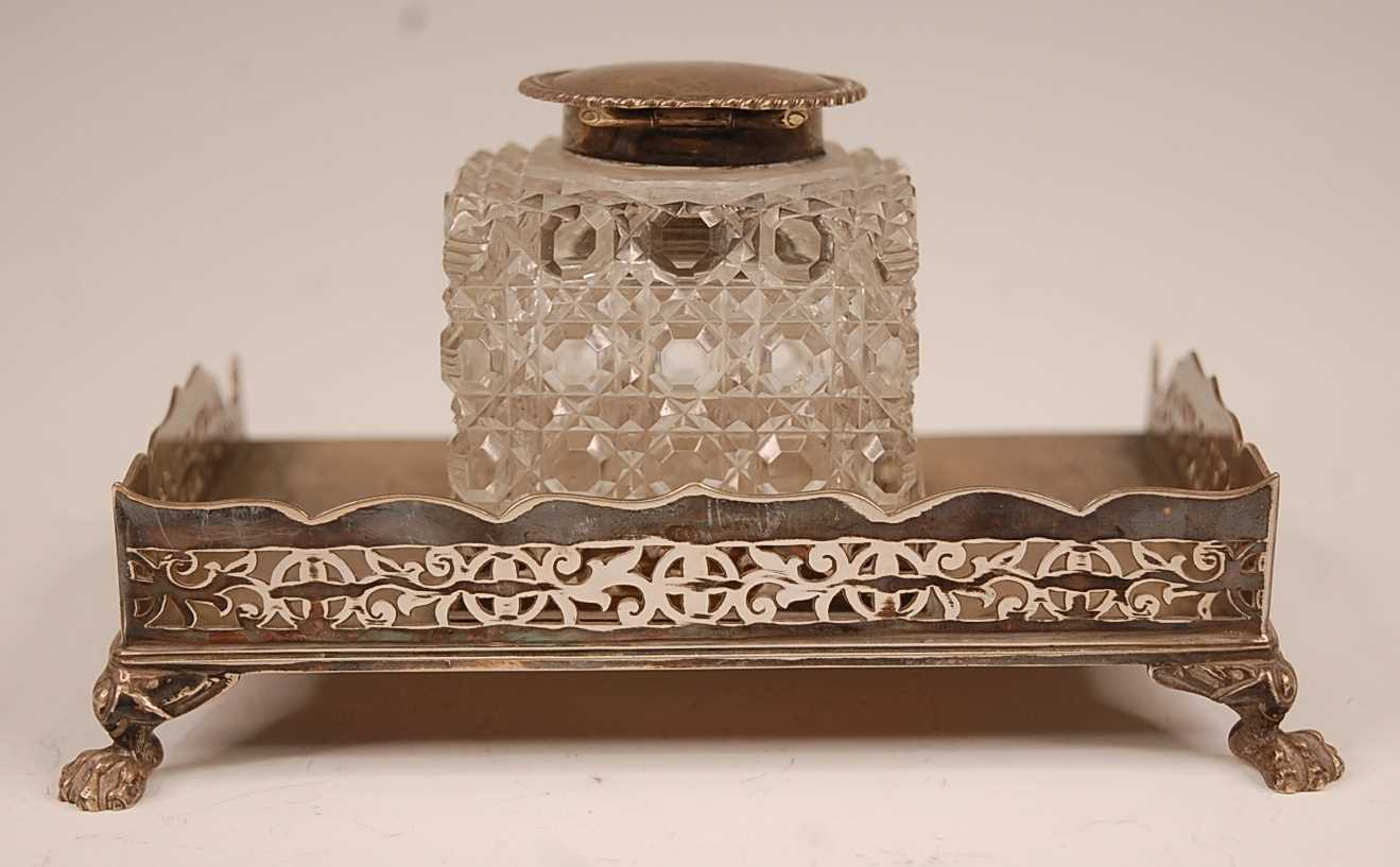 An Edwardian silver desk stand, having a pierced three-quarter gallery and hobnail cut glass - Image 3 of 3