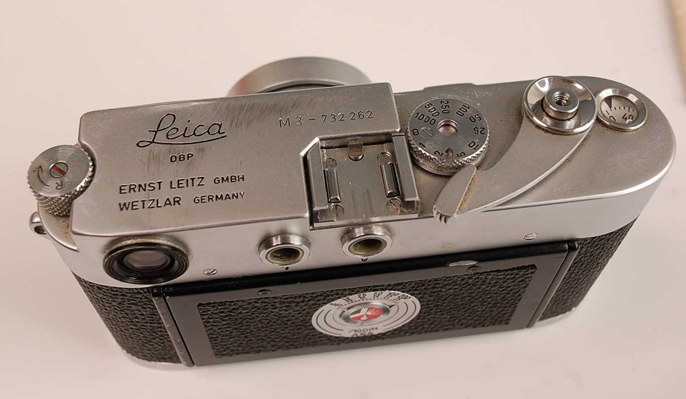 A Leica M3 35mm Rangefinder camera, serial number M3-732262, with F=5cm 1:2 lens numbered 1254728, - Image 4 of 8
