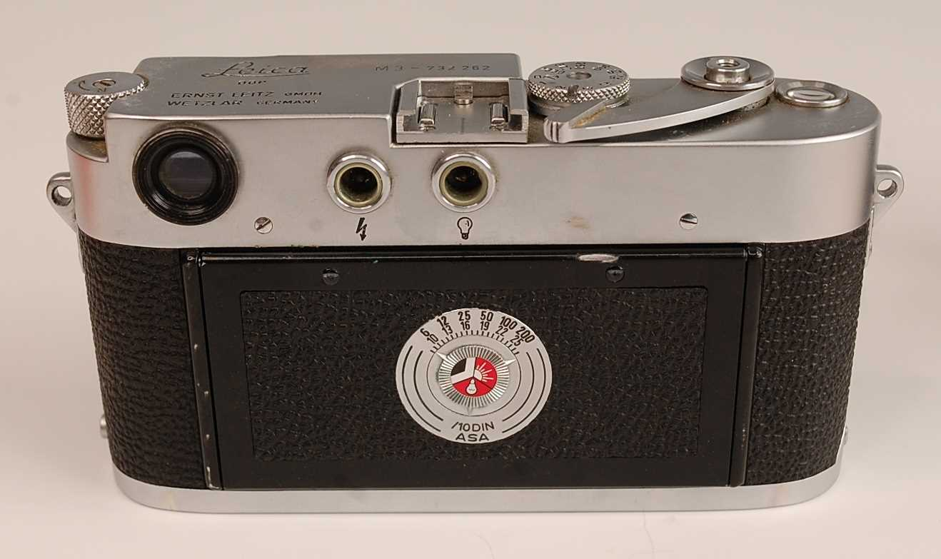 A Leica M3 35mm Rangefinder camera, serial number M3-732262, with F=5cm 1:2 lens numbered 1254728, - Image 3 of 8