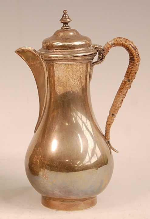 An Edwardian silver bachelors coffee pot, of pear shape, 12.7oz, maker Goldsmiths & Silversmiths