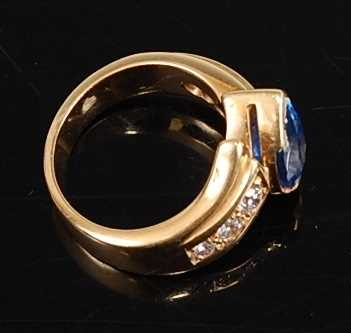 An 18ct yellow gold, tanzanite and diamond crossover style ring, featuring a pear cut tanzanite in a - Image 2 of 3