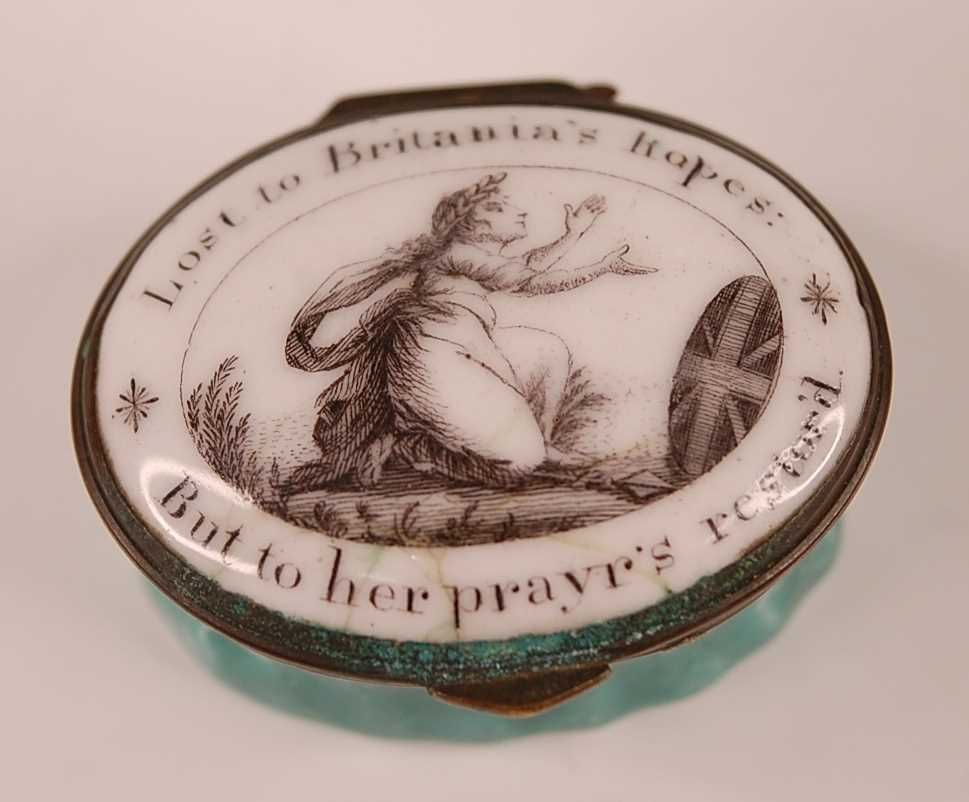 A Bilston enamel on copper patch box, the monochrome hinged lid depicting Britannia kneeling in - Image 2 of 4