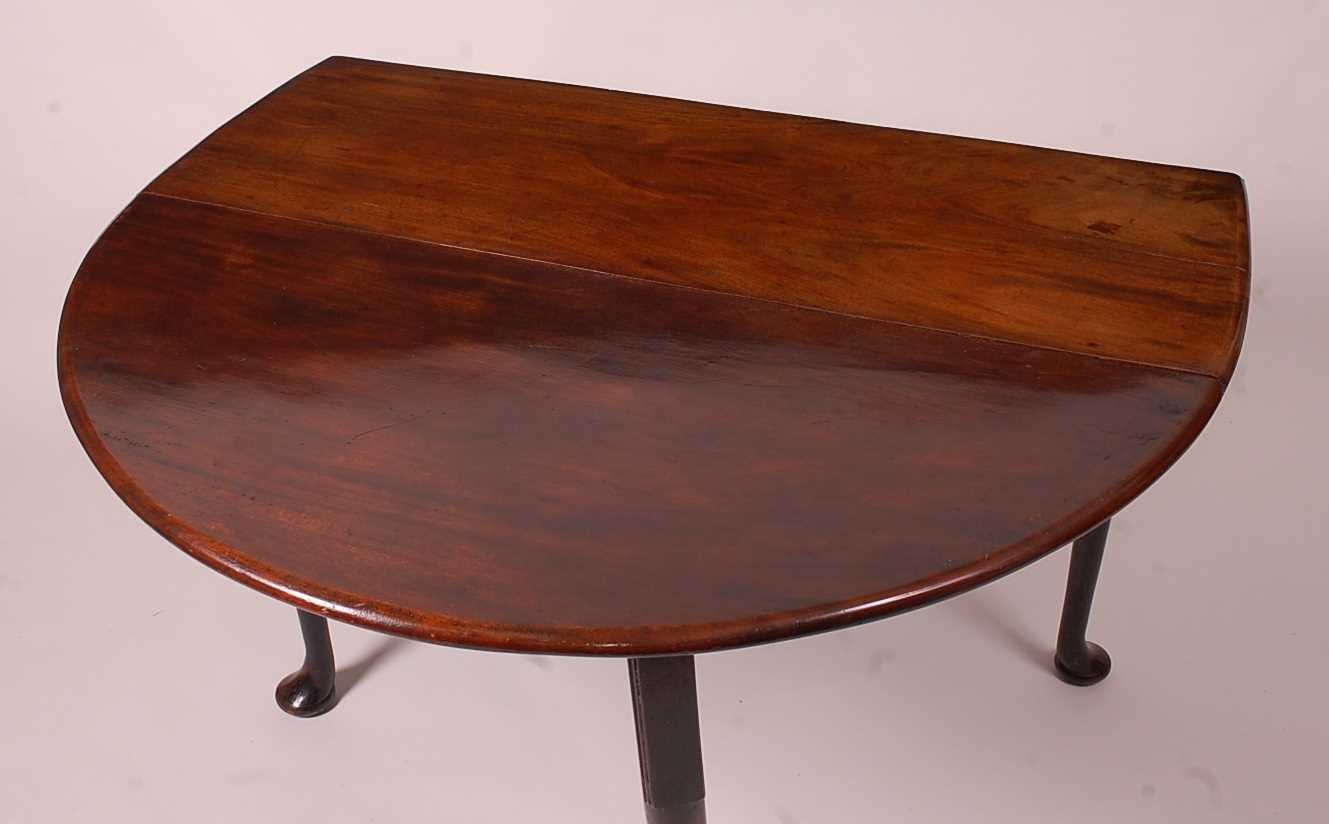 A George III mahogany padfoot dining table, the oval leaves on gatelegs, w.110cm, d.141cm, h. - Image 2 of 5