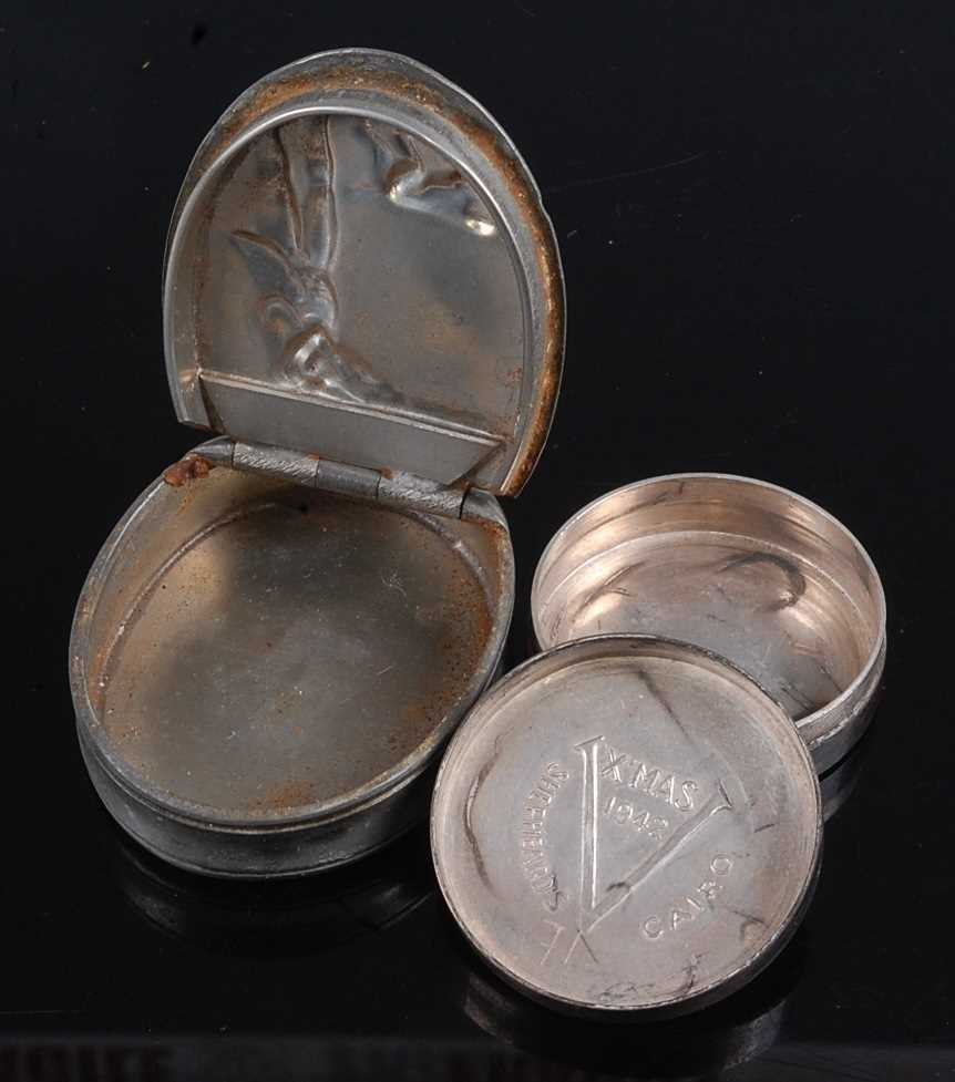 A pewter snuff box of oval form, the hinged cover relief decorated with a huntsman and hound, - Image 2 of 2