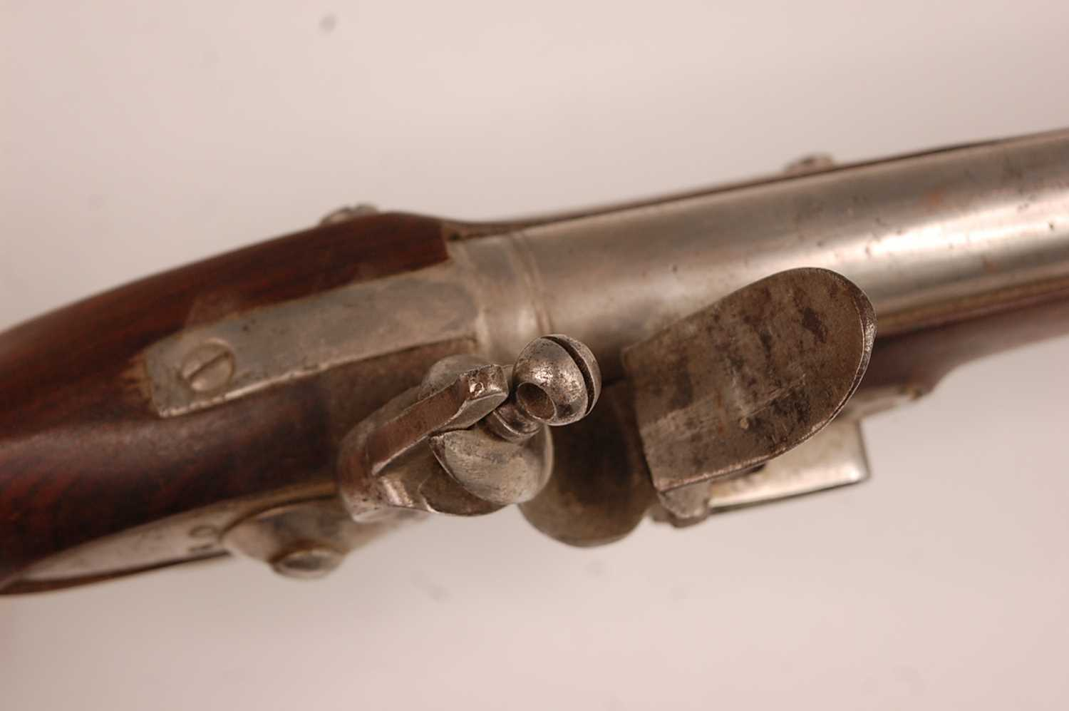 An India pattern Brown Bess type East India flintlock musket, having a 93cm barrel with ram-rod - Image 8 of 22