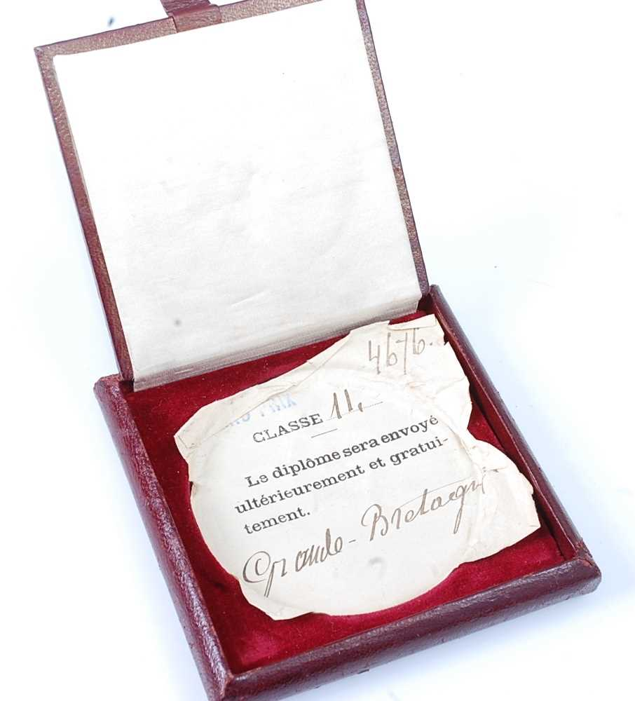 France, Paris 1900 Exposition Universelle Internationale bronze medal, designed by Chaplain, obv; - Image 4 of 5