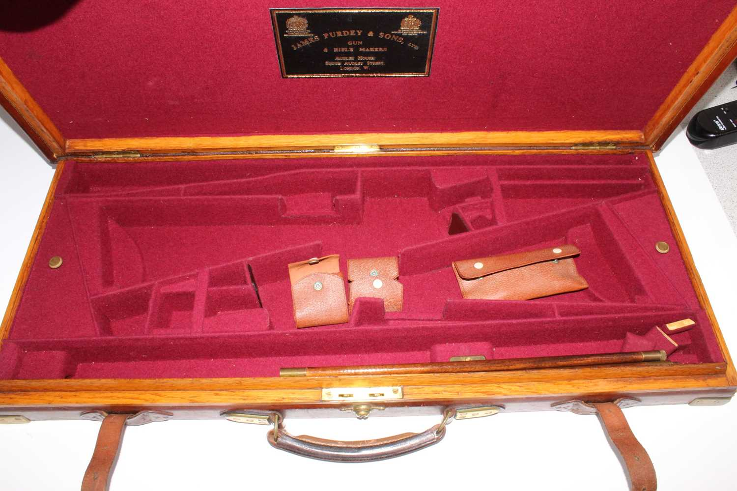 A late Victorian leather clad and brass bound oak shotgun case, having a felt lined interior for two - Image 5 of 5