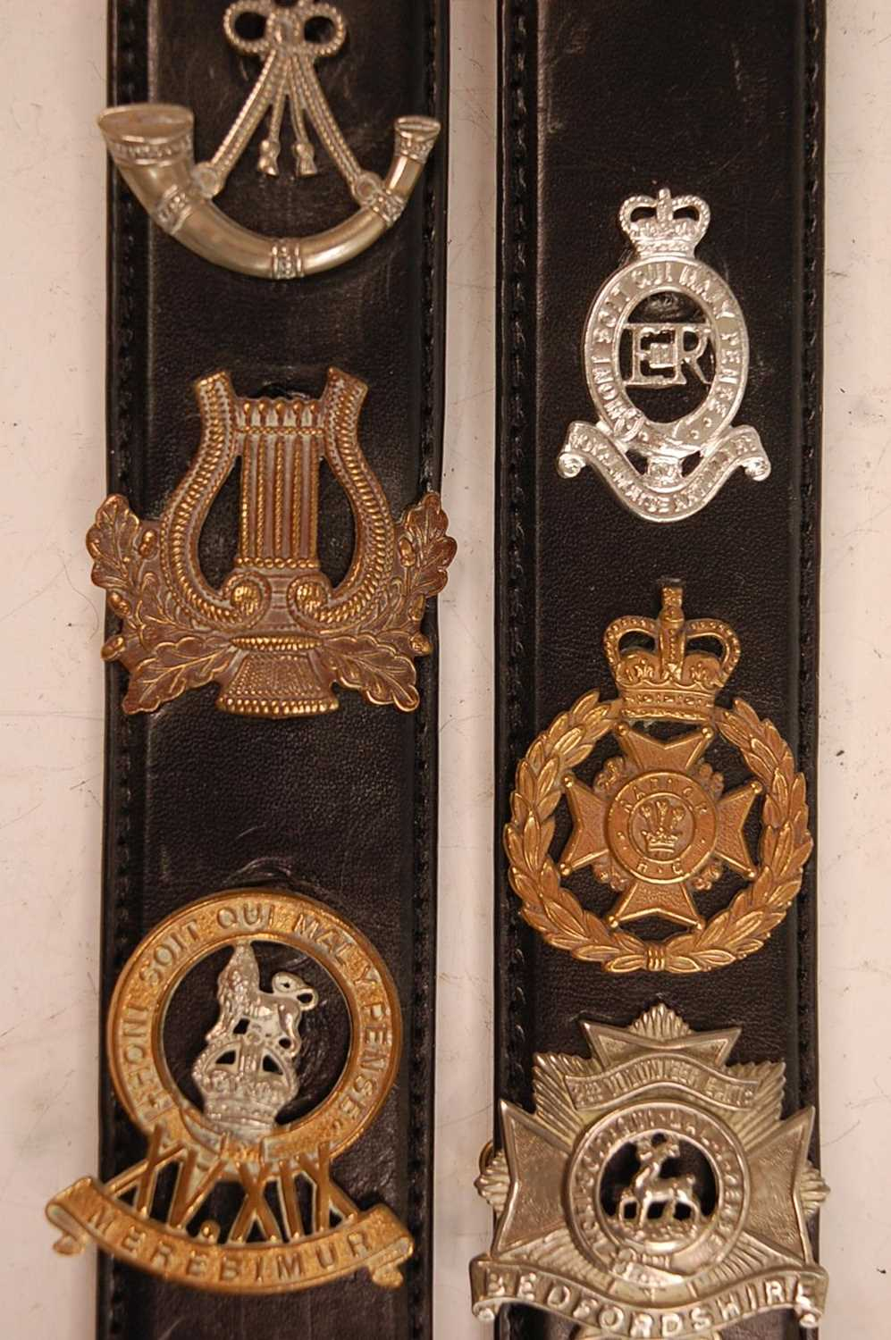 A collection of cap badges and insignia to include The Border Regiment, Cornwall Regiment, East - Image 6 of 9