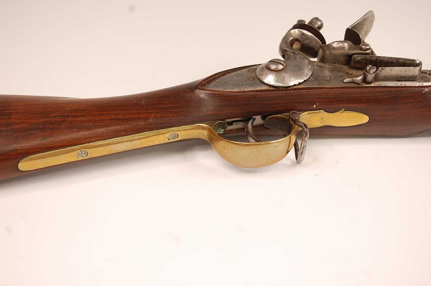 An India pattern Brown Bess type East India flintlock musket, having a 93cm barrel with ram-rod - Image 6 of 22